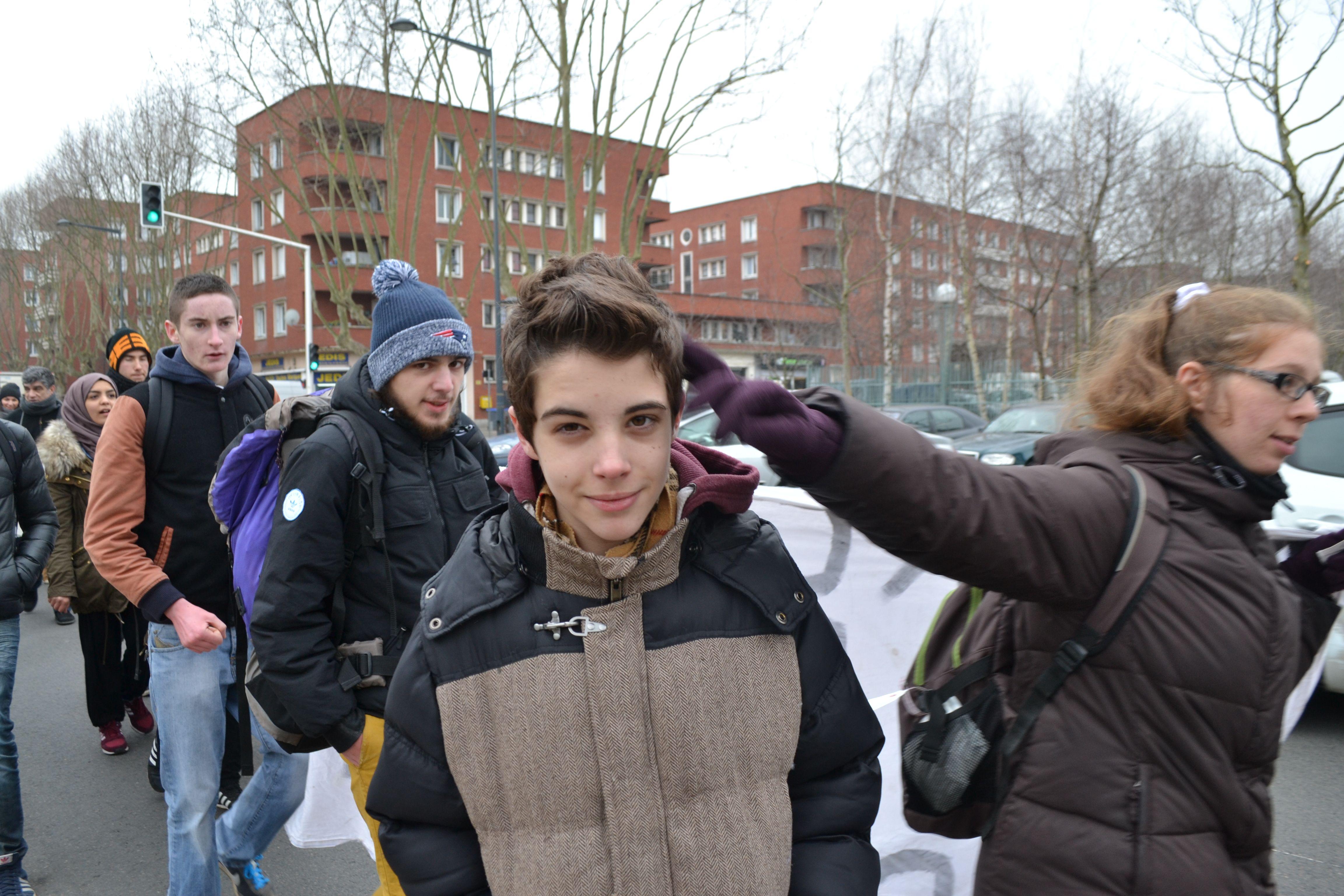 Lucas, treize ans, est le benjamin de la manifestation. Il défile en famille.