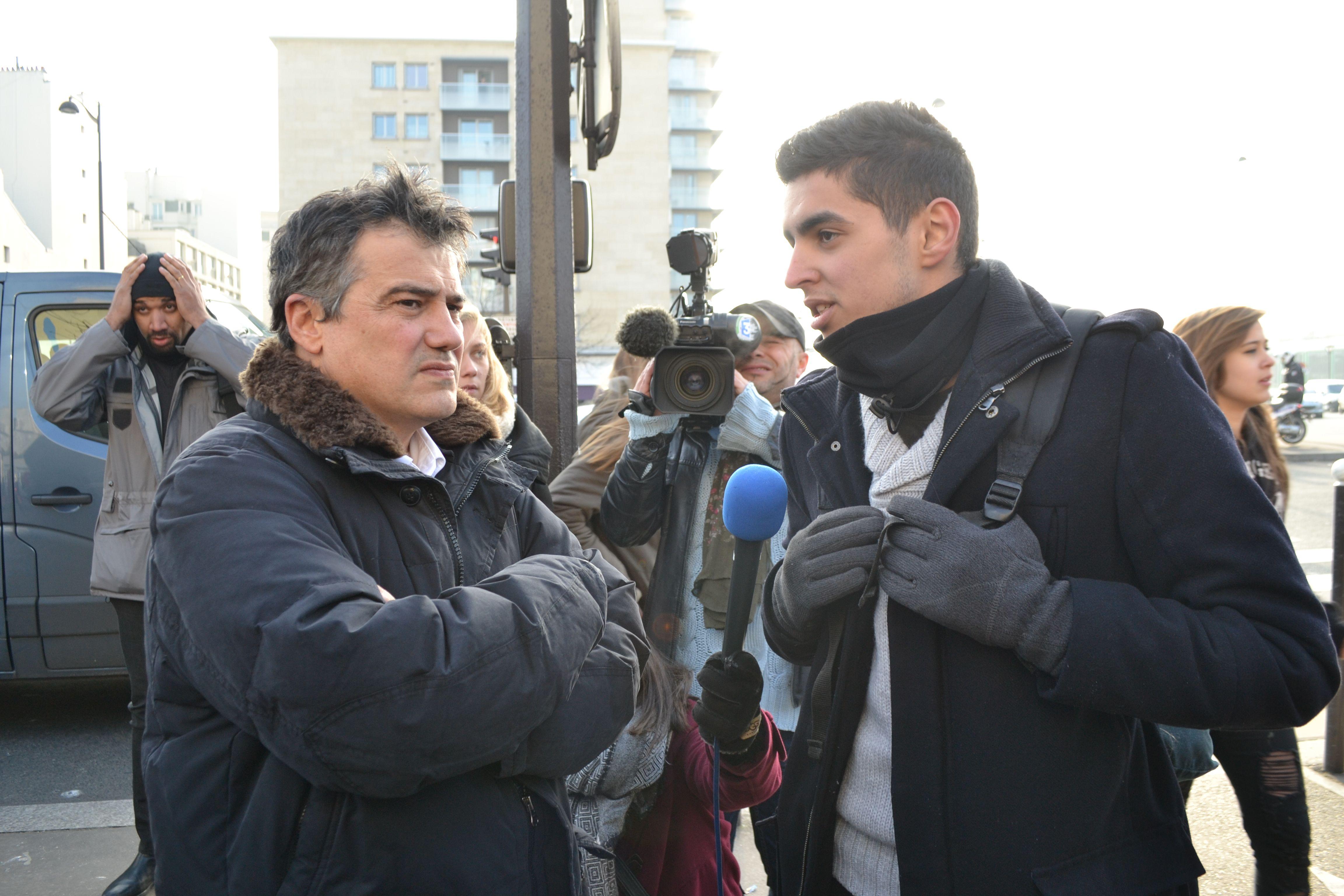 L'urgentiste Patrick Pelloux rencontre les principaux acteurs de la marche pour l'unité devant l'hyper casher de Vincennes.
