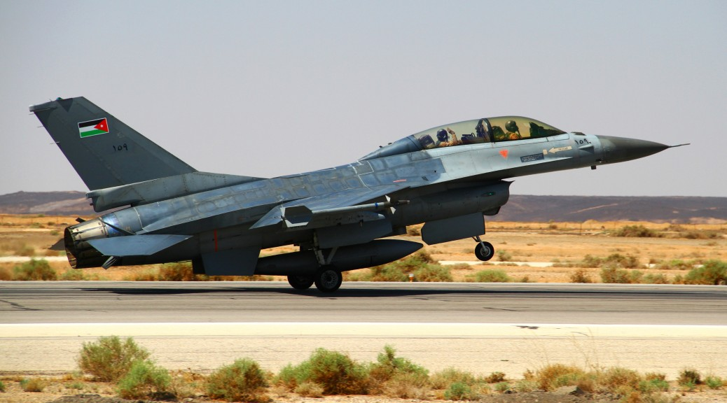 Un F16 jordanien quitte sa base dans le Nord du pays (Creative Commons - US Department of Defense)