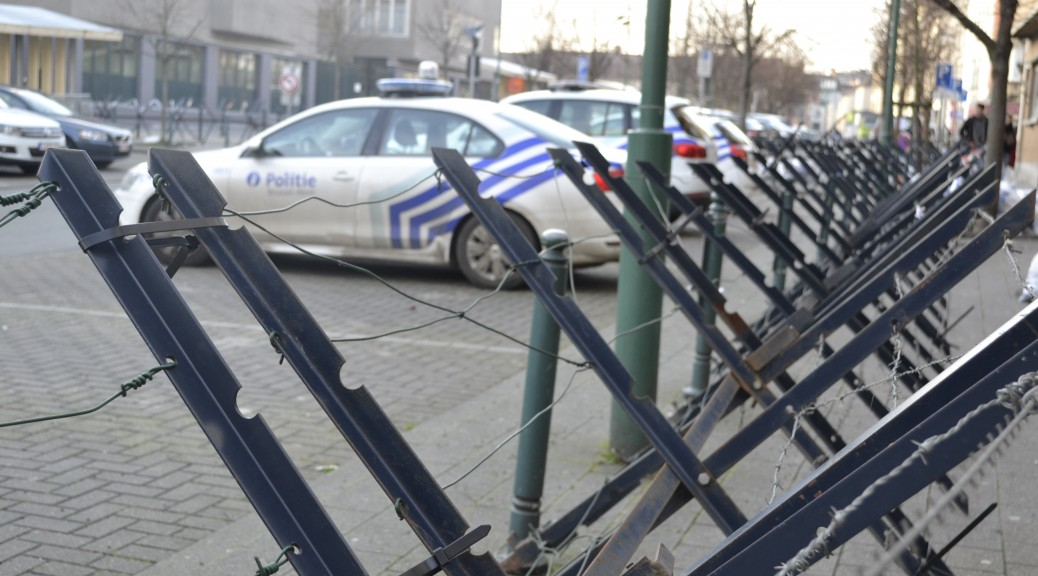 Mesure de sécurité devant le poste de police de Molenbeek-Saint-Jean en Belgique le 3 février 2015.