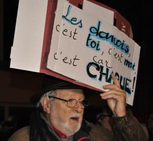 Rassemblement devant l'ambassade du Danemark à Paris, dimanche 15 février, après une double fusillade à Copenhague.