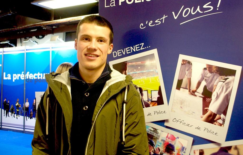 Matthieu, 20 ans, est là pour se renseigner sur le concours de gardien de la paix. (3millions7 / Lyse Le Runigo)