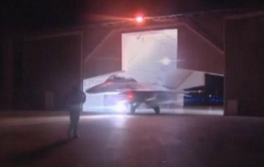 Photo d'en-tête : Une image de la télévisoin d'Etat égyptienne, Al-Masriya, montrant un avion de combat F16 prêt à décoller pour mener des frappes en Libye, le 16 février -AFP/EGYPTIAN TV.