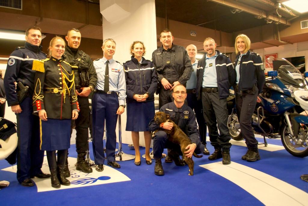 Gendarmes et policiers sont réunis pour communiquer avec le public, et recruter. (3millions7 / Lyse Le Runigo)