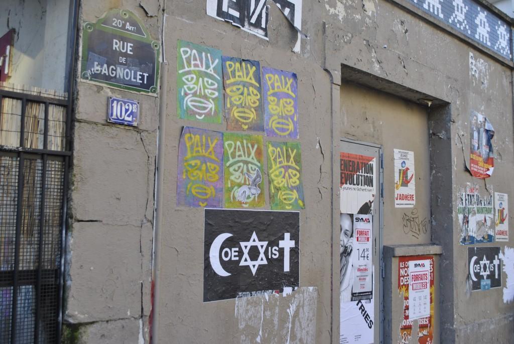 Symbole Coexist rue de Bagnolet à Paris (L.Mbembe/ 3millions7)