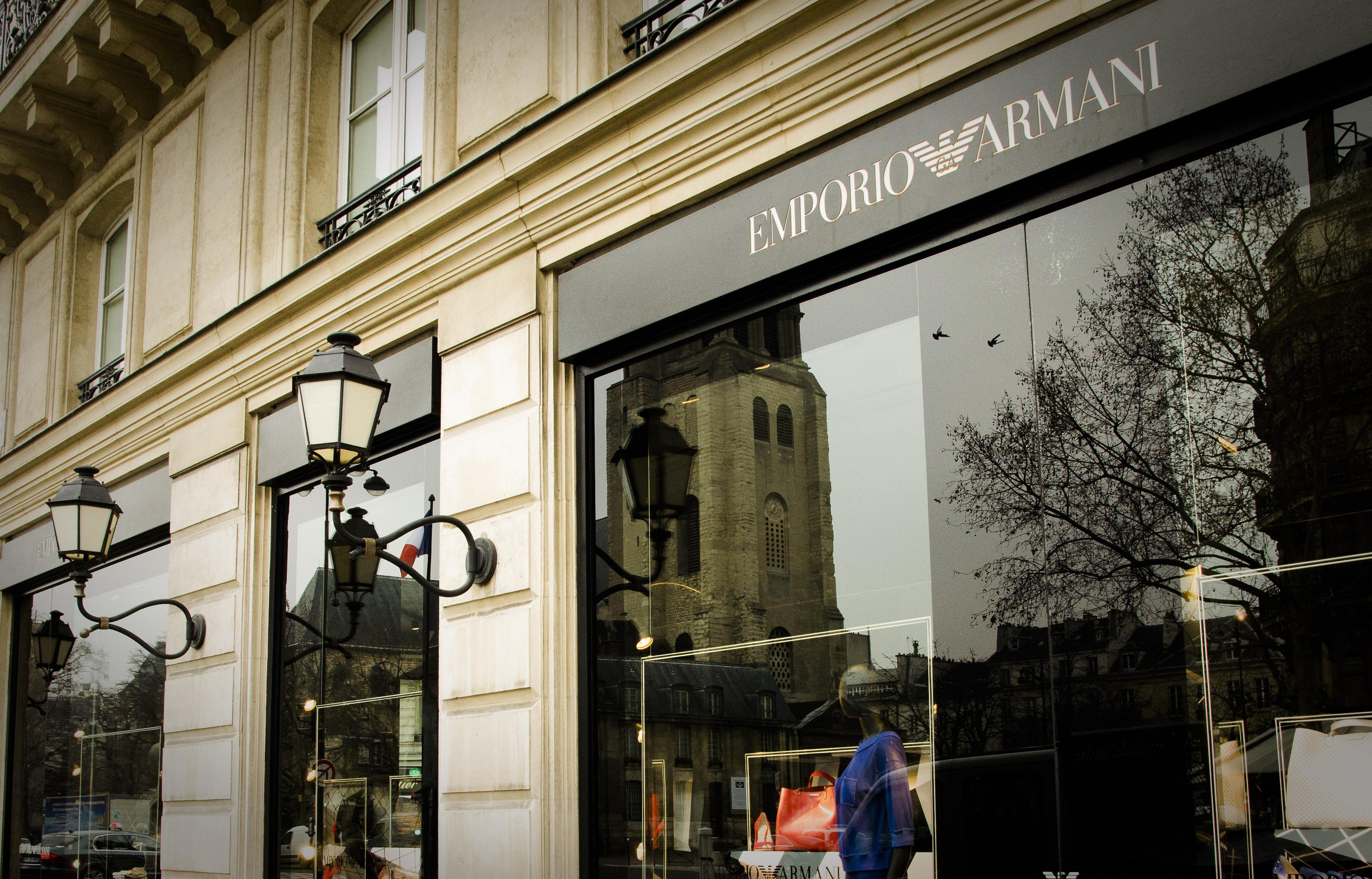 L'enseigne Giorgio Armani qui a remplacé le Drugstore Publicis au 149 boulevard Saint-Germain (Florian Maussion / 3millions7)