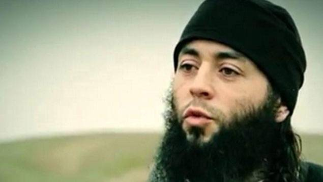 Capture d'écran d'une vidéo du groupe EI montrant l'homme soupçonné d'être Sabri Essid, le demi-frère de Mohamed Merah.