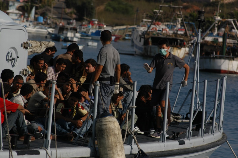 La France va autoriser l'accueil des migrants naufragés, qui obtiendront leur droit d'asile.
