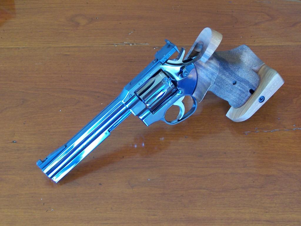 Un revolver Manurhin calibre 38 Spécial, utilisé par la police municipale française