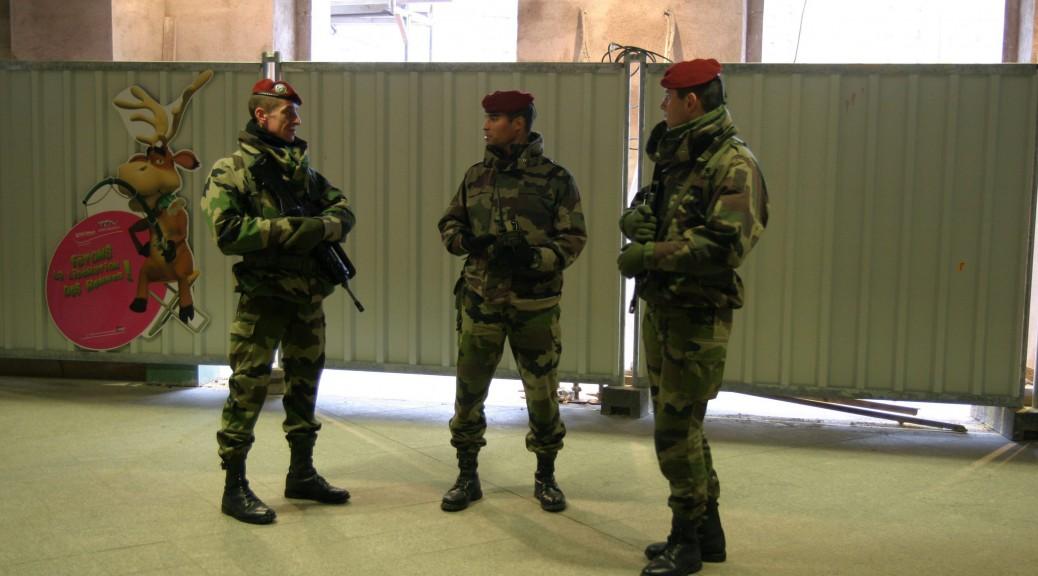 10 500 militaires sont déployés en France depuis le déclenchement du plan Vigipirate.