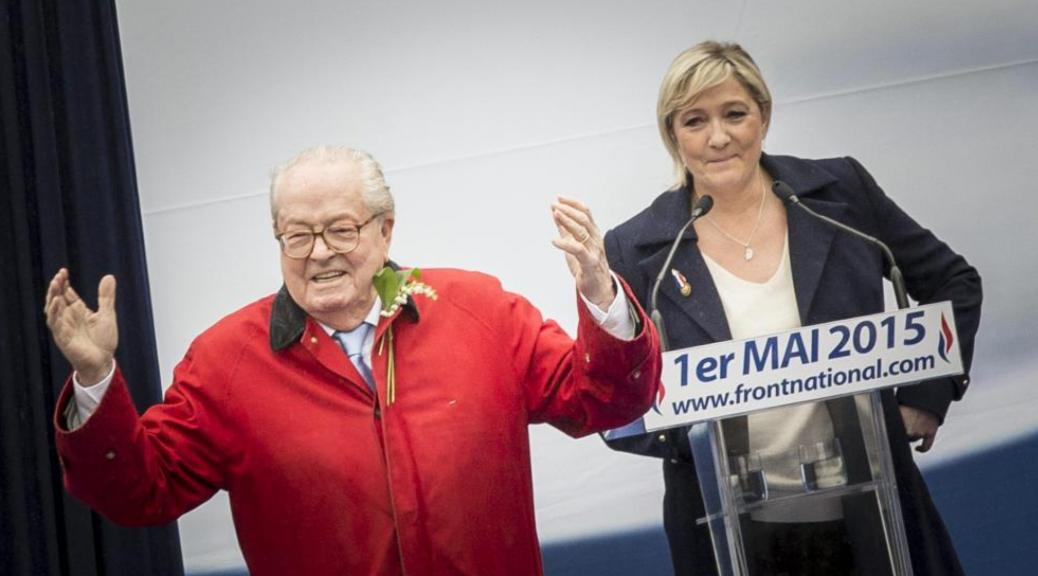 Jean-Marie et Marine Le Pen le 1er mai 2015 à Paris