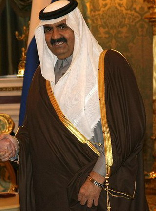 Hamad Al Thani a été l'émir du Qatar de 2007 à 2013. Il est soupçonné d'avoir financé plusieurs organisations terroristes.